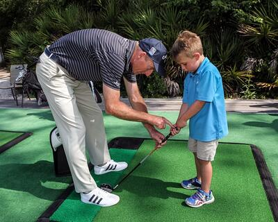 Jim Furyk and Max check grip